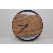 Часы из карагача  покрыты маслом Osmo