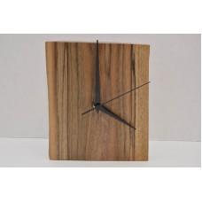 Часы из ореха покрыты маслом Osmo